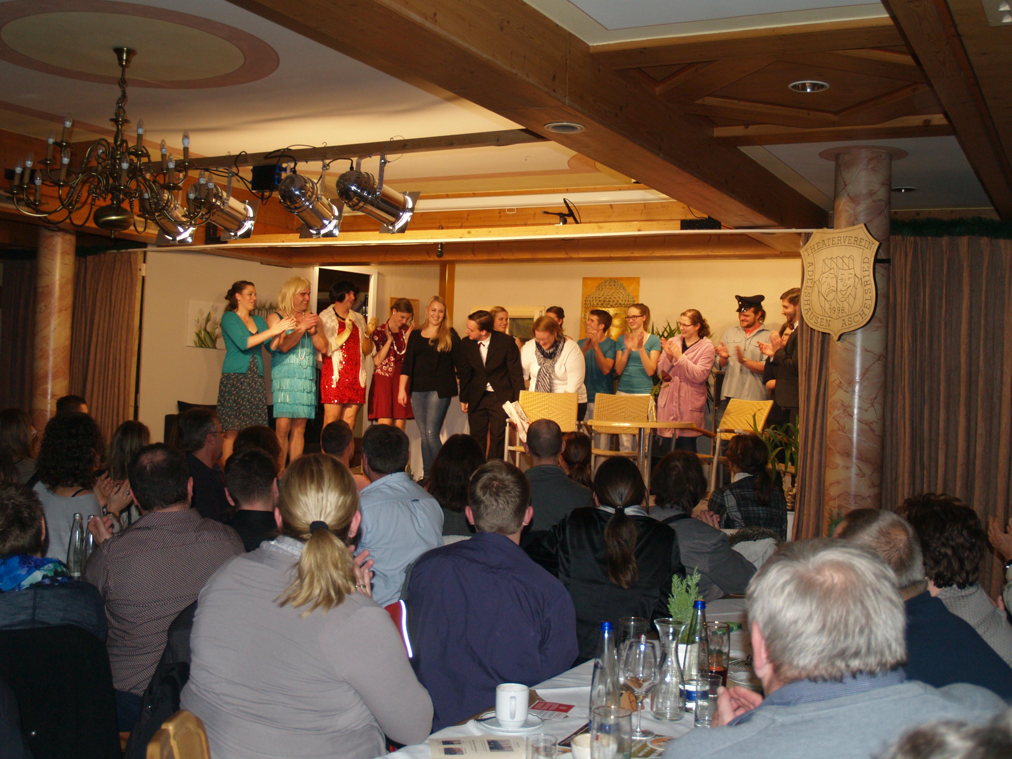 Adelshausener Theaterverein verwirrt und amüsiert 2016 in Karlskron