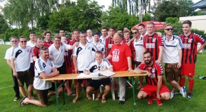 Nach dem Aufstieg in die Bezirksoberliga Nord trug sich die Mannschaft des TSV Baar-Ebenhausen in das Ehrenbuch der Gemeinde ein. Foto: <a href=